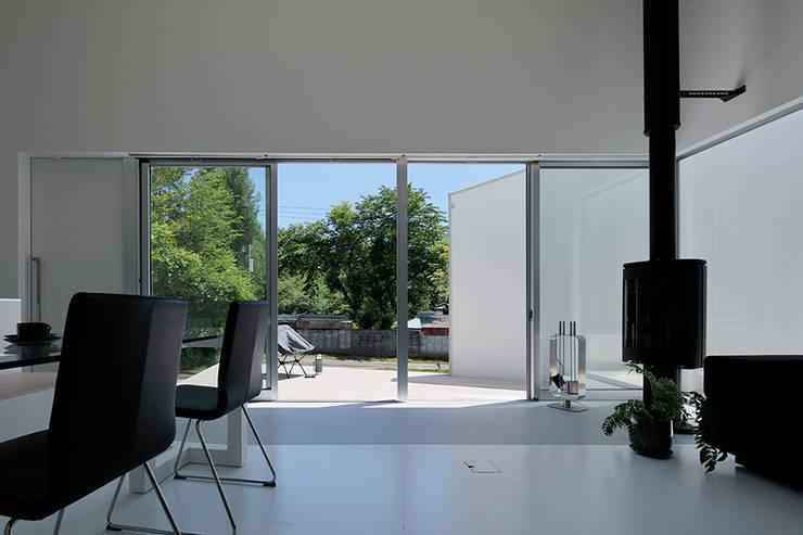 八ヶ岳の離れ: 稲山貴則 建築設計事務所が手掛けた窓です。