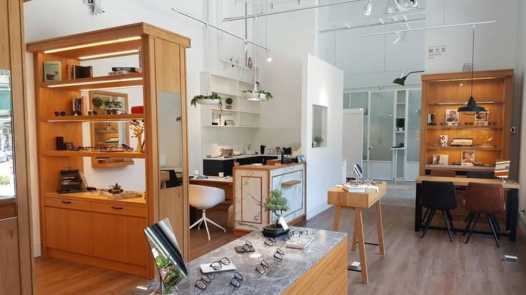 just like lounge bar:  辦公空間與店舖 by XY DESIGN - XY 設計