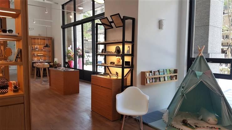 像藝術品般展示的商品:  辦公空間與店舖 by XY DESIGN - XY 設計