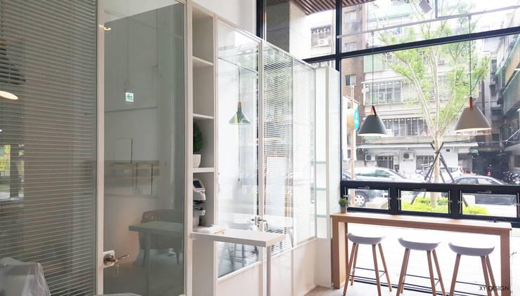 檢查室空間:  辦公空間與店舖 by XY DESIGN - XY 設計