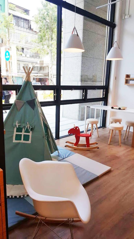 讓孩子玩耍的空間:  辦公空間與店舖 by XY DESIGN - XY 設計