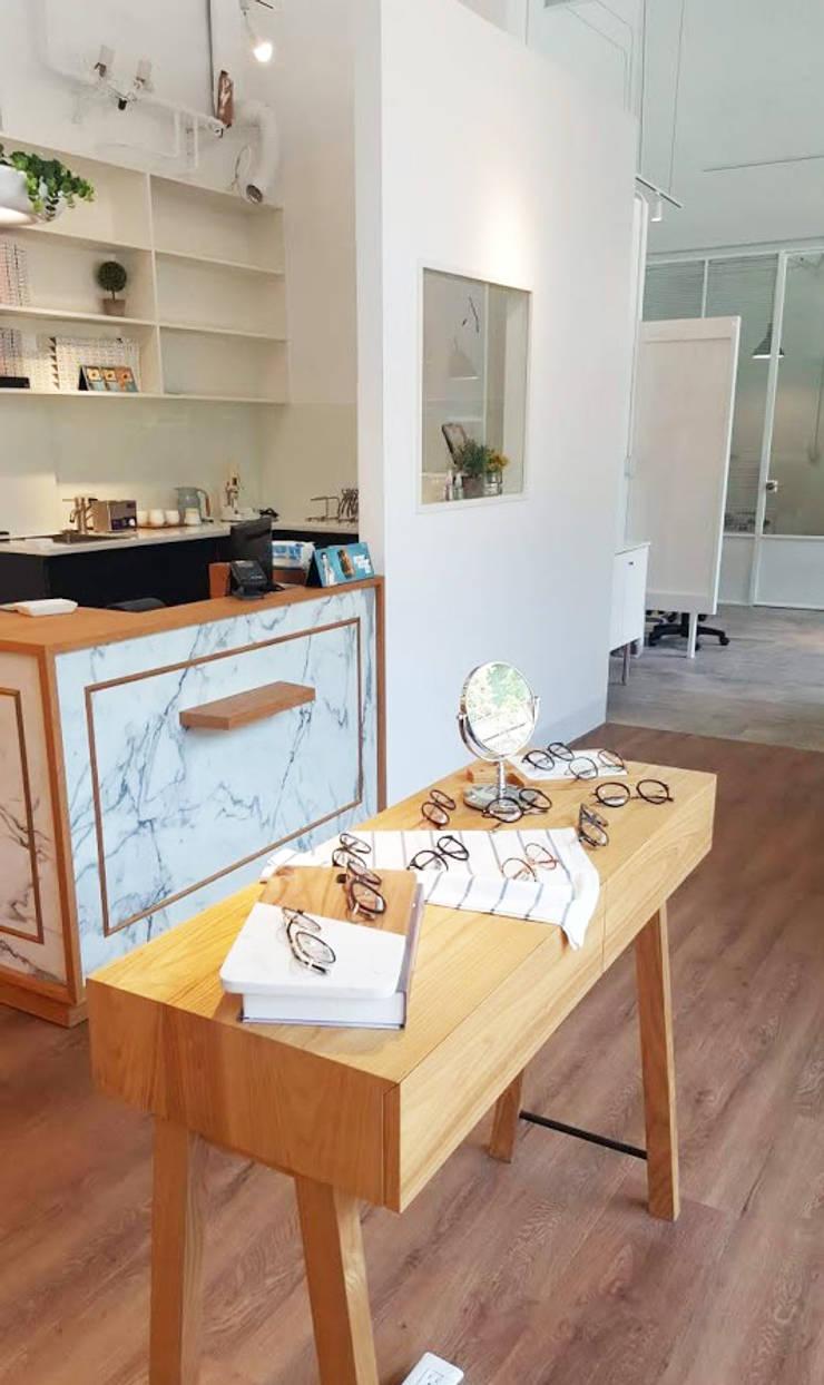 北歐清新的櫃檯:  辦公空間與店舖 by XY DESIGN - XY 設計