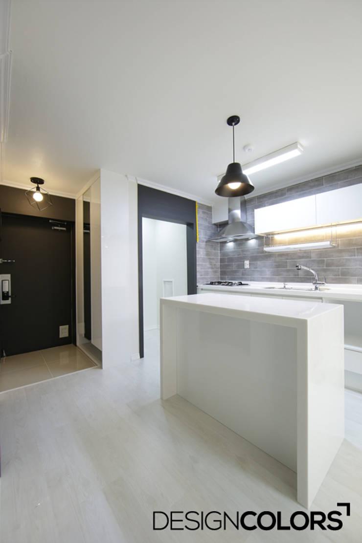 강서구 가양동 가양6단지 아파트 인테리어 22평: DESIGNCOLORS의  주방,
