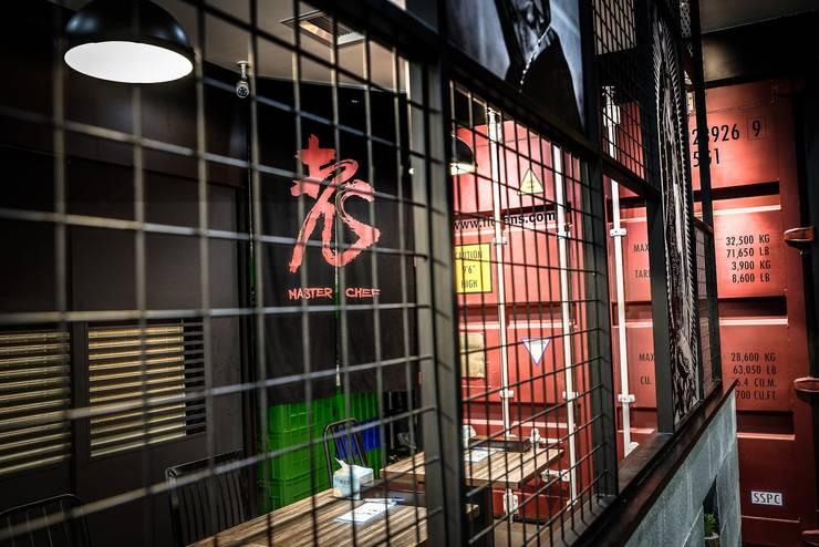 老師傅牛肉麵x重金搖滾HipHop:  商業空間 by 業傑室內設計