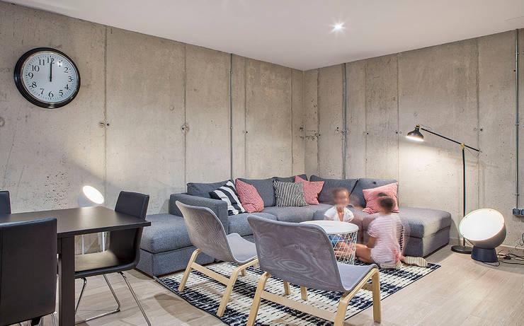 Cuatro Casas en Consolación Estudios y despachos de estilo moderno de Idearte Marta Montoya Moderno