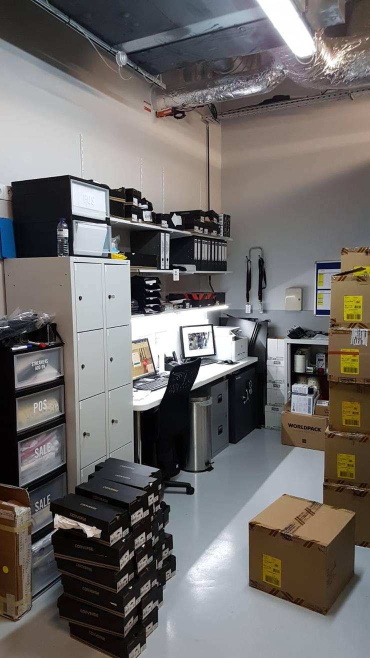 Офисы и магазины в . Автор – ERN Construções Lda, Модерн