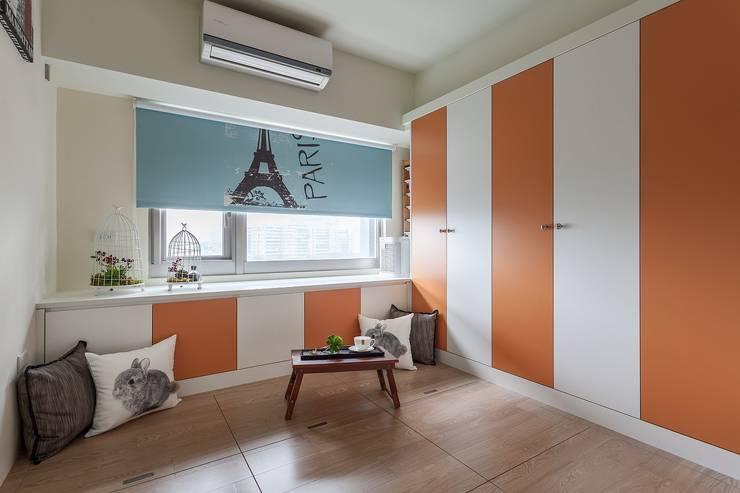 Schlafzimmer von 鼎士達室內裝修企劃,