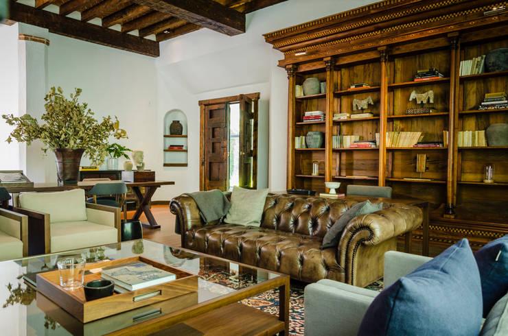 Be Grand Park San Angel: Salas de estilo  por IDEA Asociados