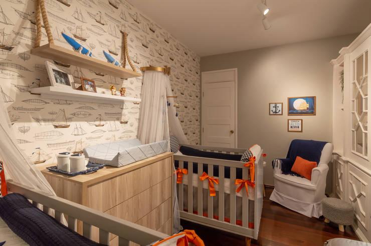 Quarto de bebês gêmeos: Quartos de bebê  por Coletânea Arquitetos