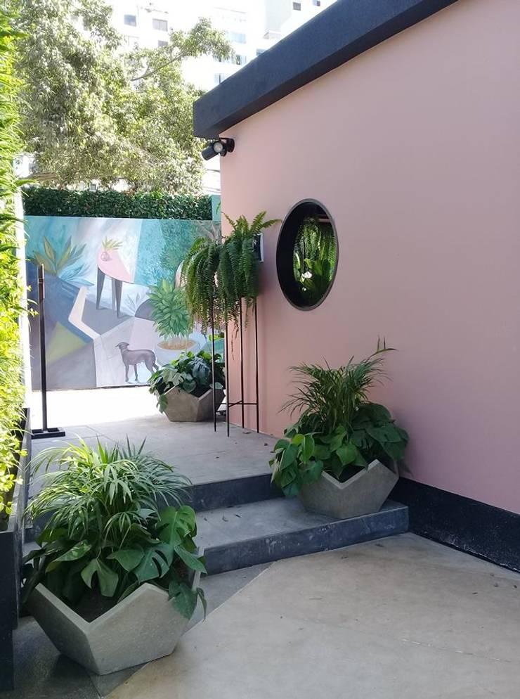 Garden Chic Perú Paisajismo – Loft de Marianne Casacor 2018: Paredes y pisos de estilo  por Garden Chic Perú