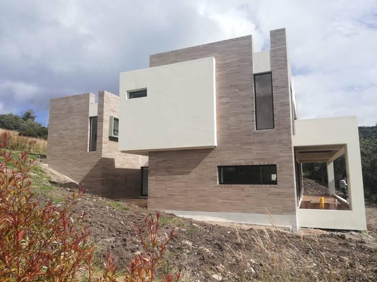FACHADA SUR 2: Casas de estilo  por IngeniARQ Arquitectura + Ingeniería