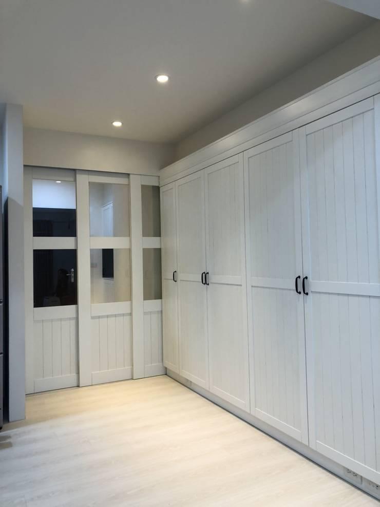 廊道超大收納櫃:  玄關、走廊與階梯 by 藏私系統傢俱
