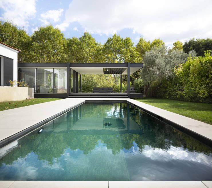 Piletas de jardín de estilo  por Brengues Le Pavec architectes