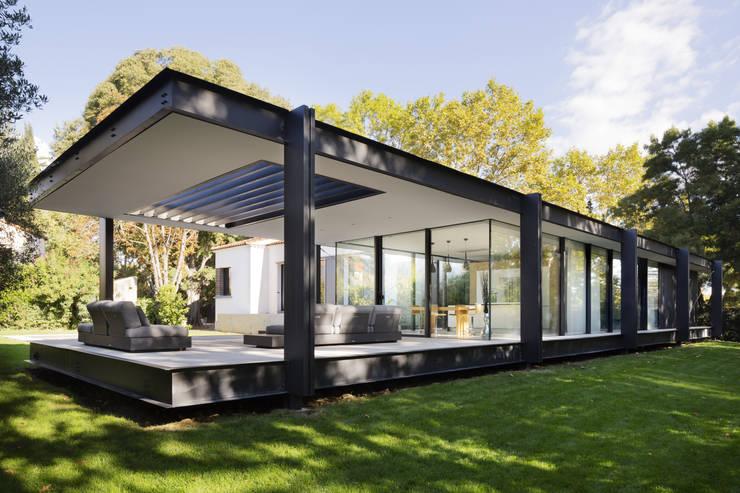 CTN HOUSE: Terrasse de style  par Brengues Le Pavec architectes