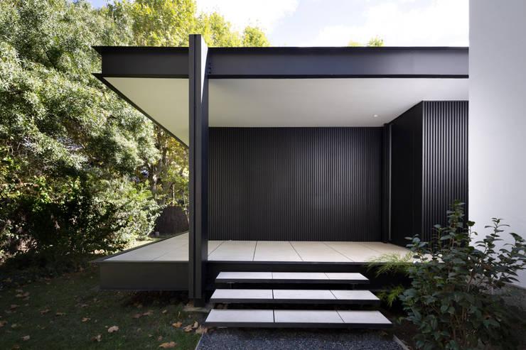 CTN HOUSE: Escalier de style  par Brengues Le Pavec architectes