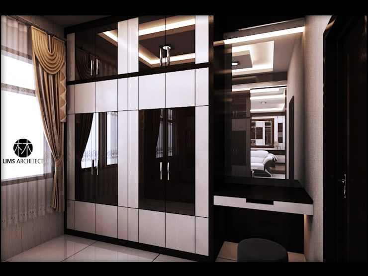 MMas Master Room & eksterior:  Ruang Ganti by Lims Architect