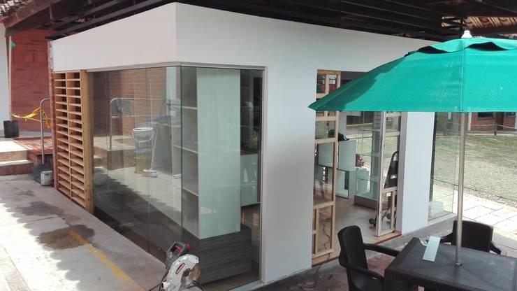 Tienda 1: Acabado:  de estilo  por MARROOM | Diseño Interior - Diseño Industrial