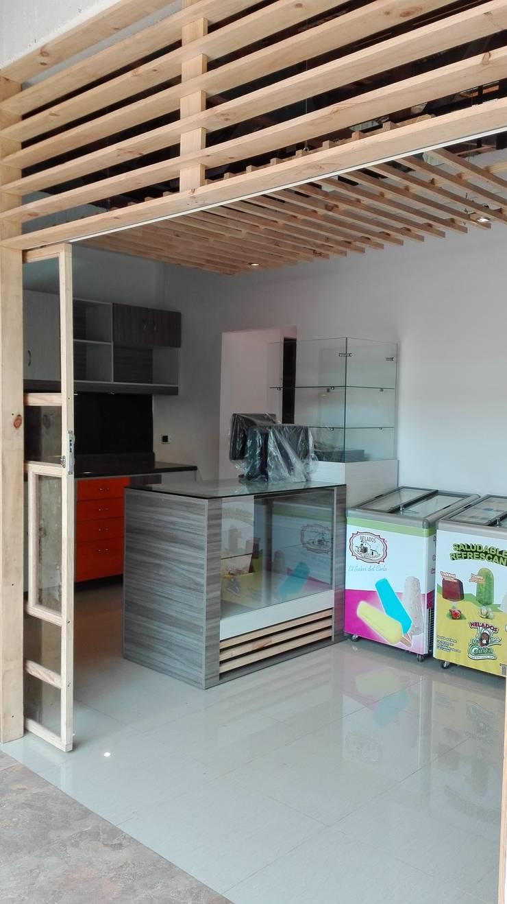 Tienda 2: Ambientación:  de estilo  por MARROOM | Diseño Interior - Diseño Industrial
