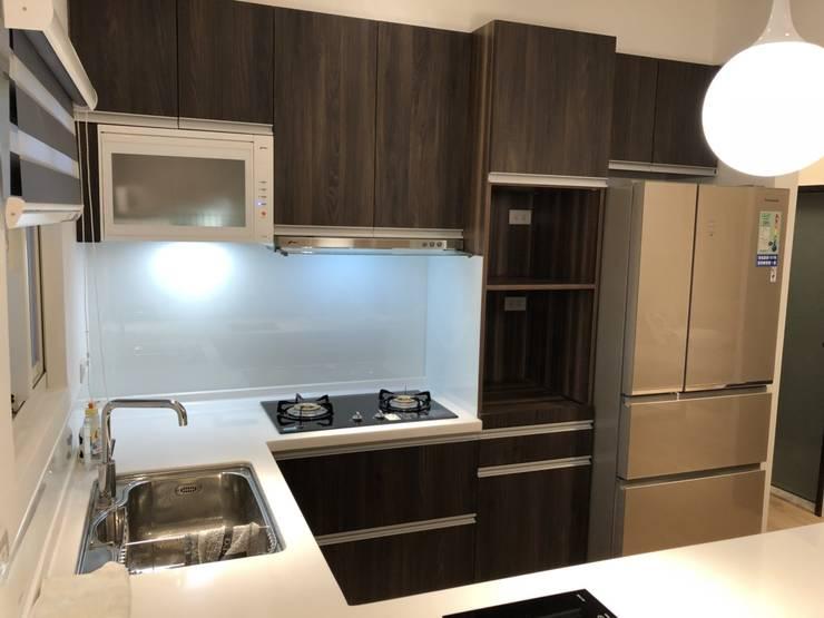 五股成泰路 開放式廚房 造型吧台設計:  廚房 by 捷士空間設計(省錢裝潢)