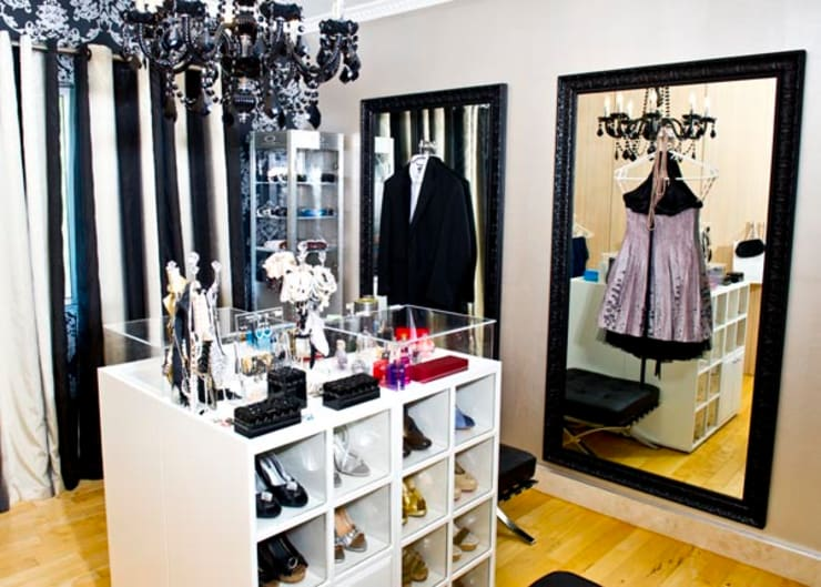 Walk in closet de estilo  por AB DESIGN