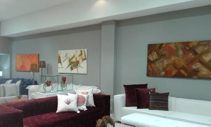 Decoração de Sala com Quadros Abstratos: Arte  por Atelier de Pintura Anette Schnaider