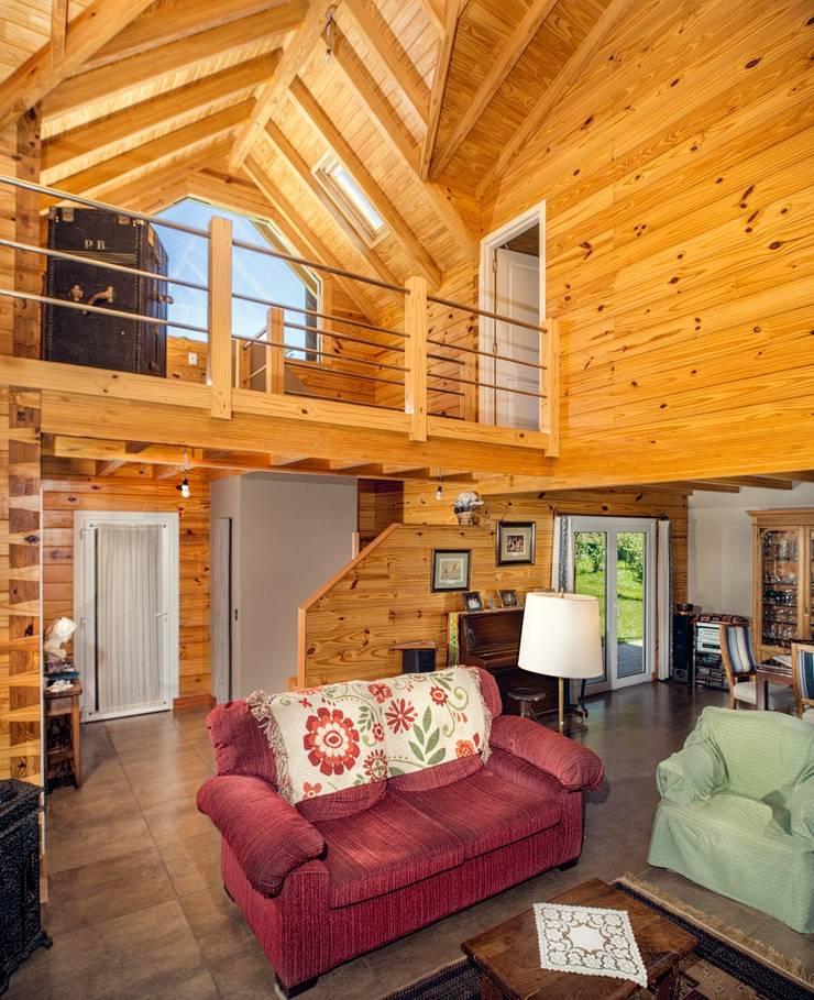 Casa Construida con Troncos de Madera – Patagonia Log Homes: Livings de estilo  por Patagonia Log Homes - Arquitectos - Neuquén,