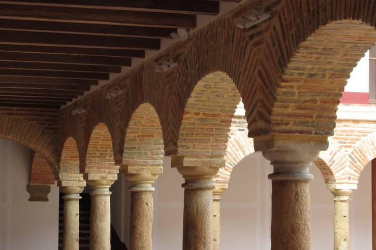 Arcos: Paredes de estilo  por JLS ILUMINACIONES S.A.S.
