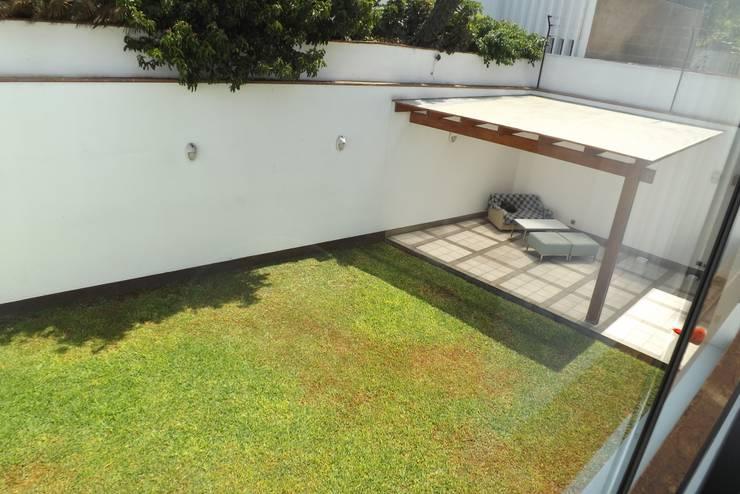 JARDÍN: Jardines de estilo  por L&E Inmobiland,