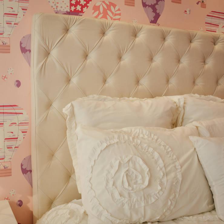 Habitacion July: Dormitorios de estilo  por Monica Saravia