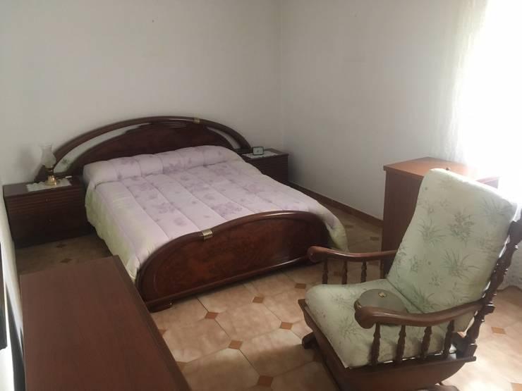 Dormitorio:  de estilo  de Dekowow Home Staging