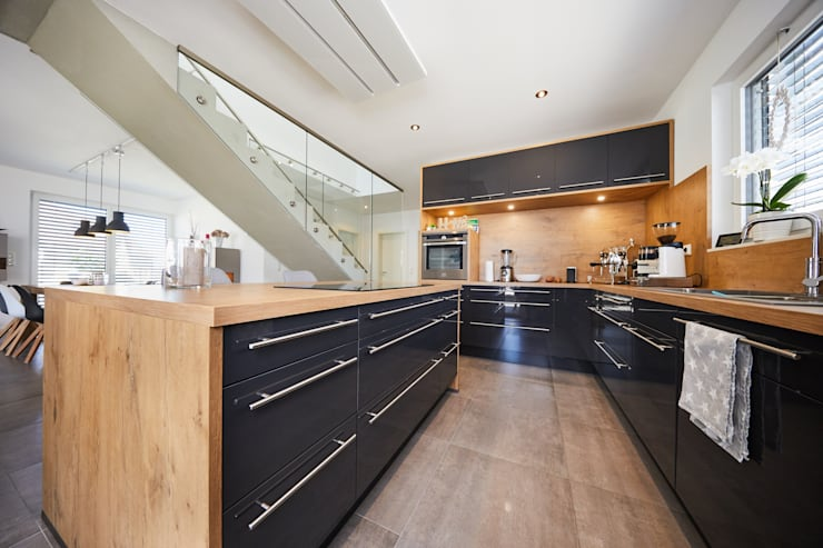Kitchen by STRICK  Architekten + Ingenieure, Modern