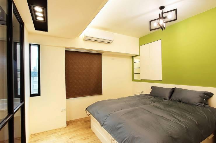 溫馨舒適的臥室:  臥室 by 奕禾軒 空間規劃 /工程設計