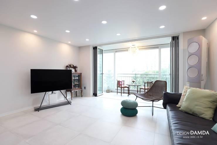 정자동 한솔마을 49평 : 디자인담다의  거실,모던