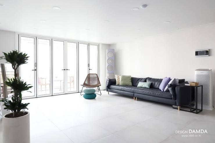 정자동 한솔마을 49평 : 디자인담다의  거실