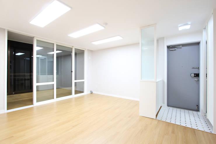 수원시 조원동 벽산블루밍: 한 인테리어 디자인의  거실
