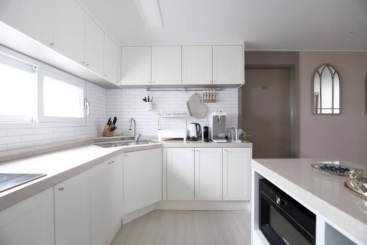 자양동 현대 2차 31평: 디자인담다의  주방