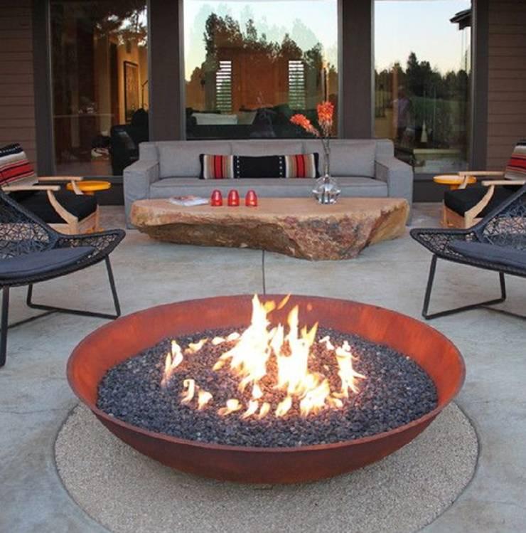 Fire Bowl a gas:  de estilo  por Grupo Cinco Chimeneas, Rústico Hierro/Acero