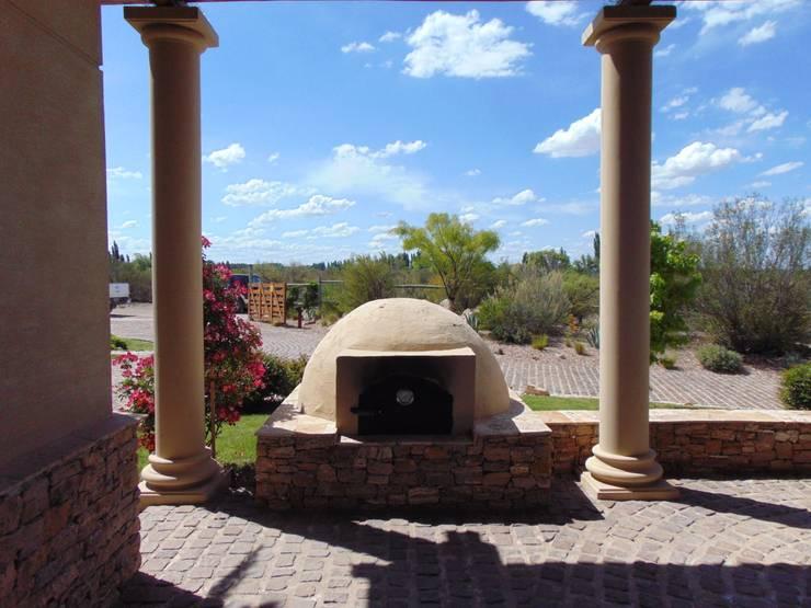 Horno de barro: Casas de campo de estilo  por Azcona Vega Arquitectos,