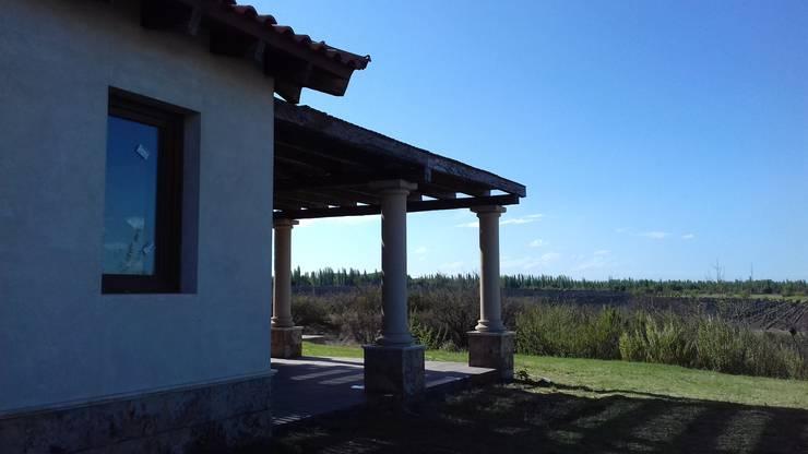 Galeria: Casas de campo de estilo  por Azcona Vega Arquitectos