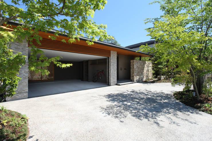 Studio tanpopo-gumi 一級建築士事務所의  조립식 차고
