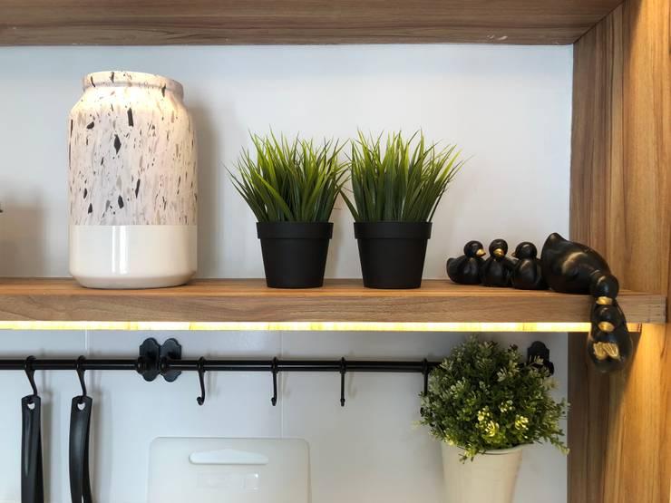 Kitchen Shelfie Decoration:  Kitchen by March Atelier