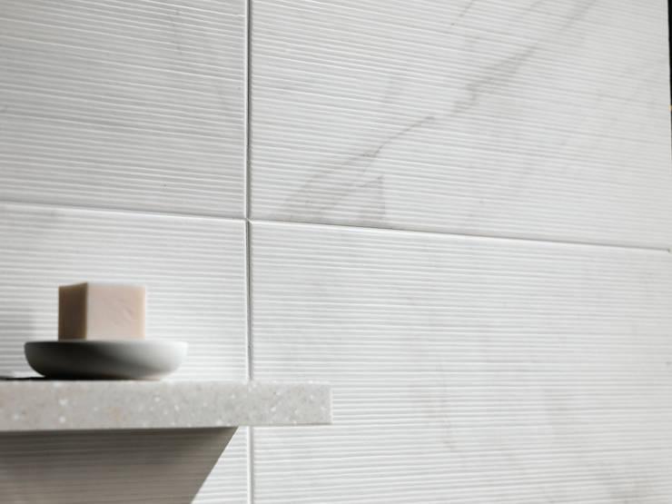 이누스바스 부띠끄마블 타일: inus의  욕실,모던