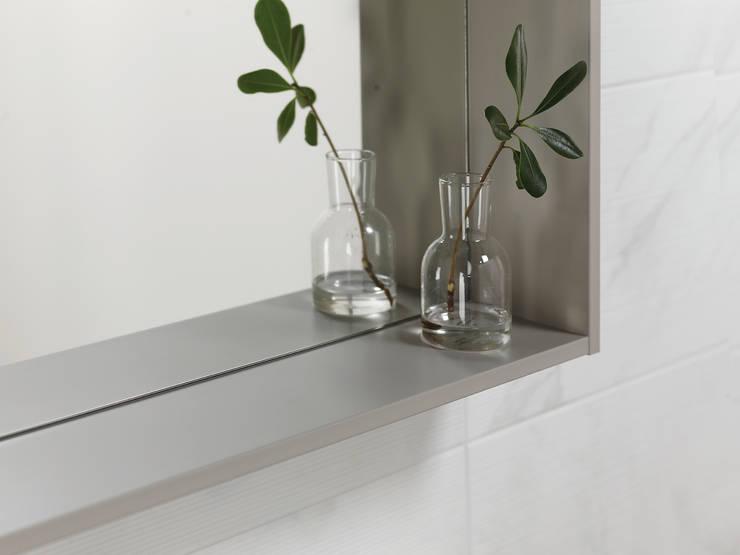 이누스바스 부띠끄마블 선반형 거울: inus의  욕실,모던