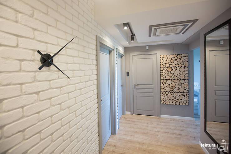 Mieszkanie Płock Nowoczesny korytarz, przedpokój i schody od Tektura Studio Katarzyna Denst Nowoczesny