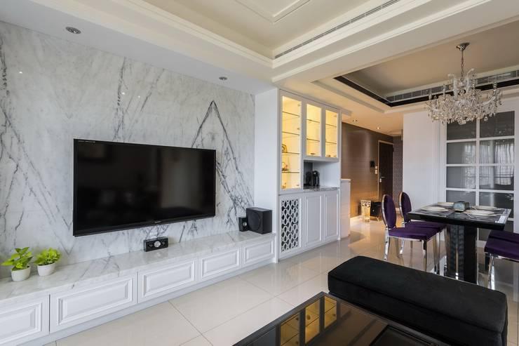 電視牆:  客廳 by 鼎士達室內裝修企劃