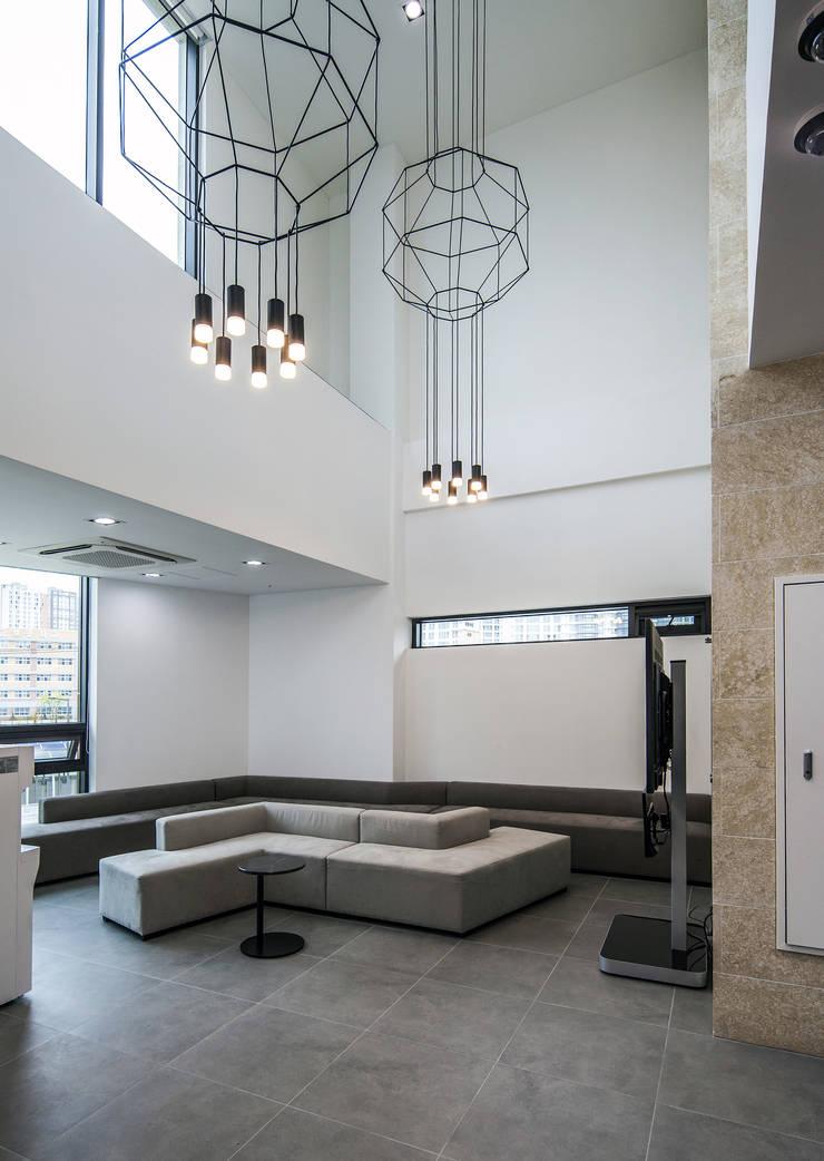 3, 4층 OPEN HALL: 201 건축사사무소의  실내 정원,
