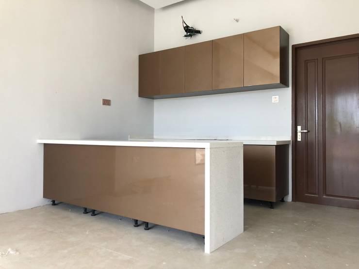 Dapur Kering:  Unit dapur by PT. Leeyaqat Karya Pratama