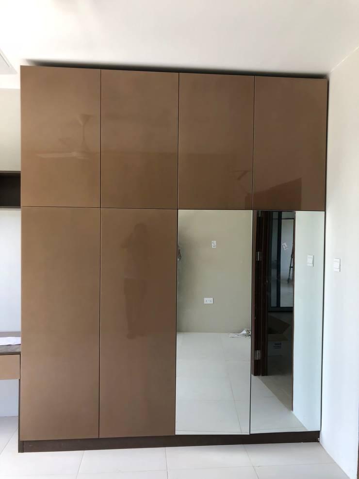wardrobe 2: modern Bedroom by PT. Leeyaqat Karya Pratama