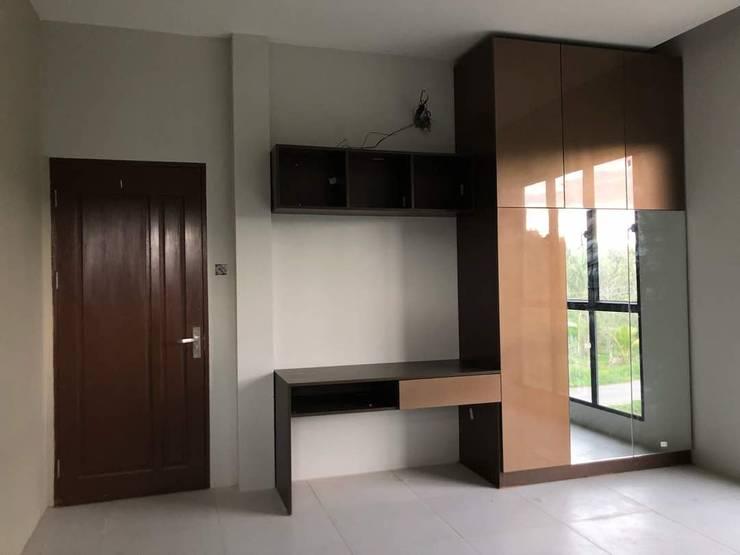 wardrobe 3: modern Study/office by PT. Leeyaqat Karya Pratama