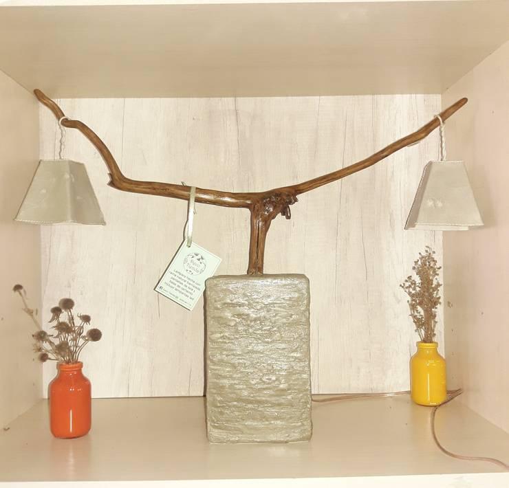 Lámpara de mesa. : Hogar de estilo  por DecoTienda